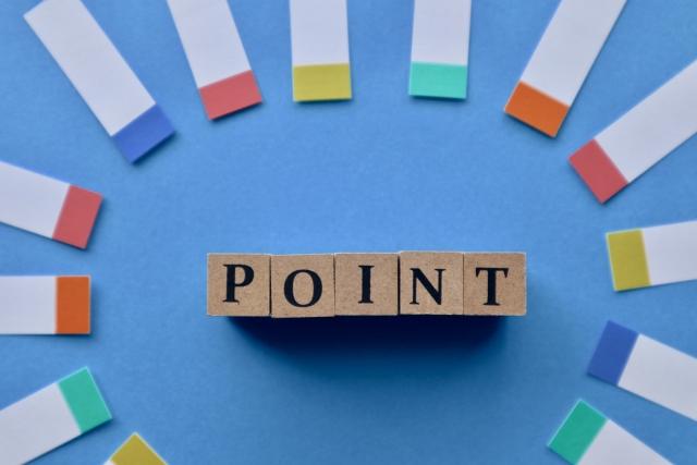 「POINT」と印字された積み木と付箋