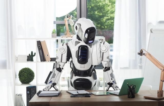 パソコンを操るロボット
